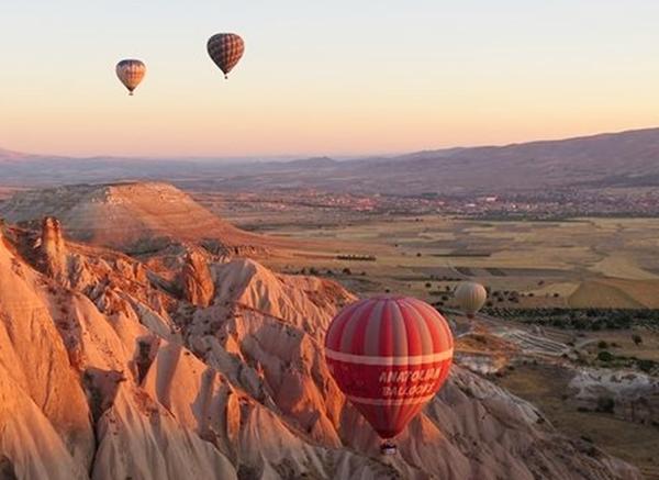 sunrise-balloons-cappadocia-turkey_74320_600x450-crop