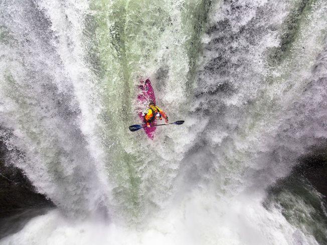 kayaker-waterfall-veracruz-mexico