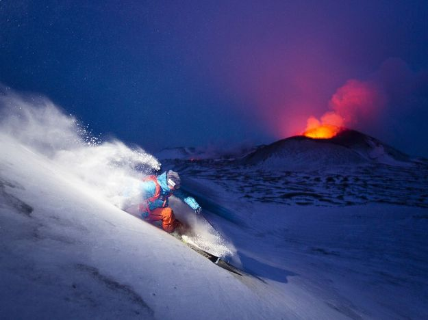 skiing-russia-volcano-erupting