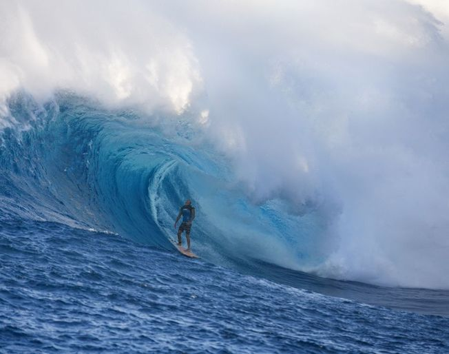 surfing-jaws-maui