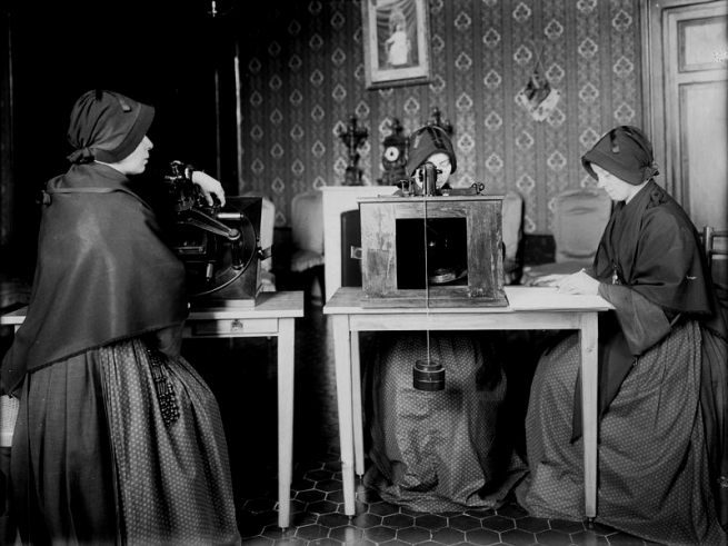 Nuns Mapping Stars, Smithsonian