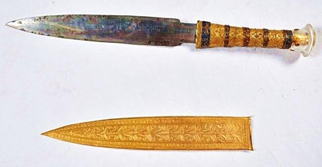 King Tuts Dagger, Smithsonian-crop